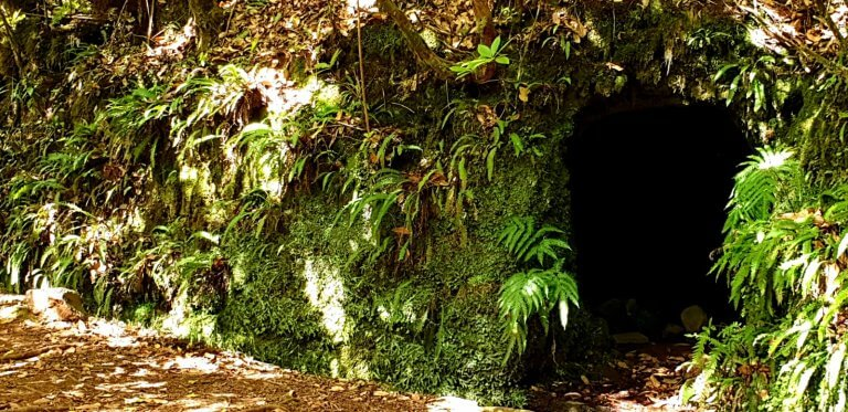 Manmade cave for rest during construcion of Levada Portela