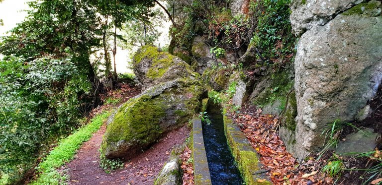 The old Levada gues right under some big rocks of Lombada Ponta do Sol