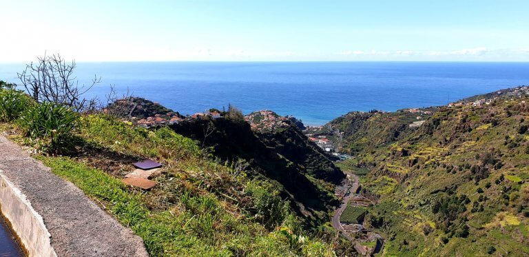 A view of into the vally with the ocean in the back in Lombada Ponta do Sol