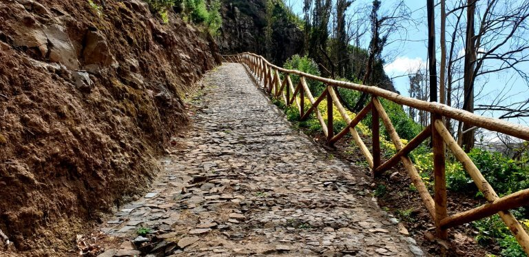 A nice walk with old stones leading to the Levada dos Tornos
