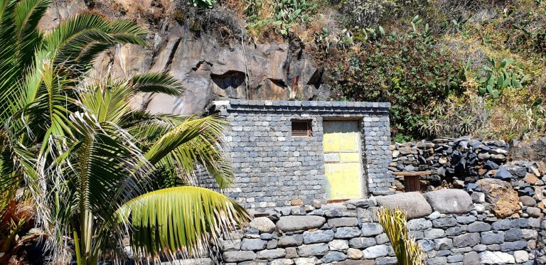 House made out of Lavastone on the way from Praia Formosa to Camara de Lobos