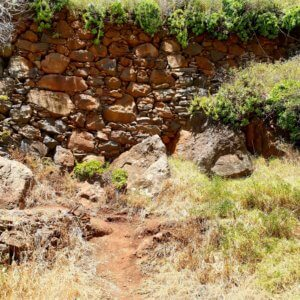 Turn left when you face this stone wall in Maloeira