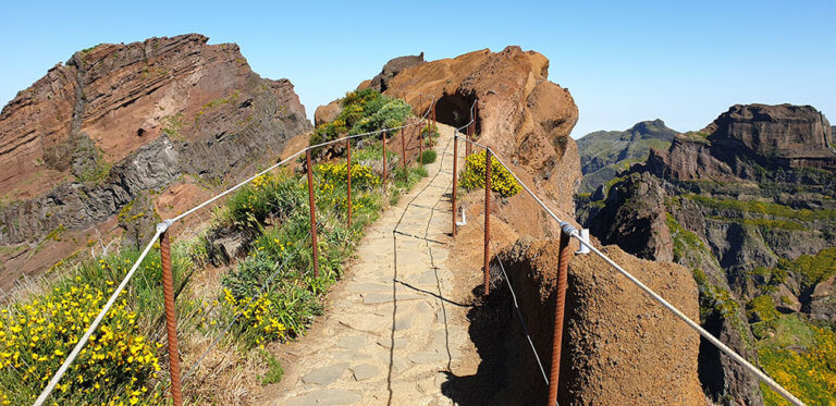 Pico Arierio to Pico Ruivo - The king of all Walks in Madeira. Therfor we call it the Kingslevada. It is not easy! 10.000 Steps await you!